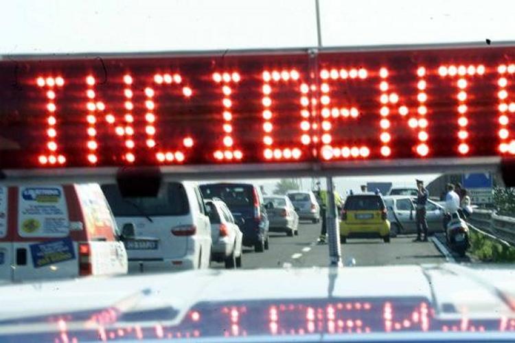 Sicilia, auto tamponata precipita dall'autostrada: sterminata una famiglia