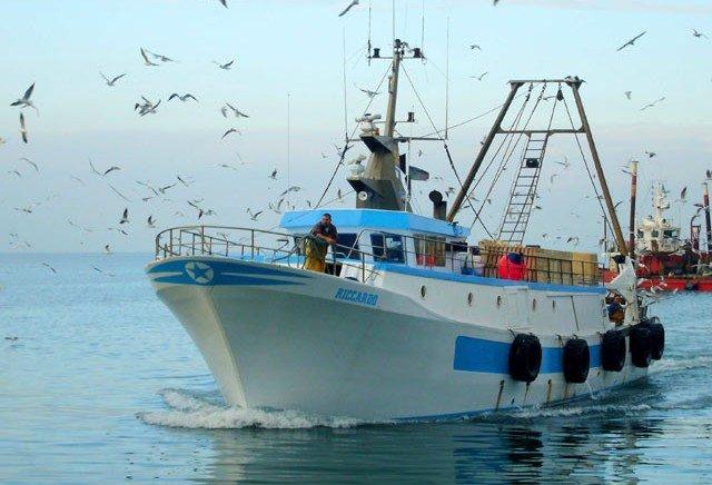 Due pescherecci siciliani attaccati in mare al confine tra Libia e Tunisia