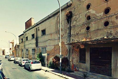 Crolla ex cinema a Campobello di Mazara: 3 salvati da macerie