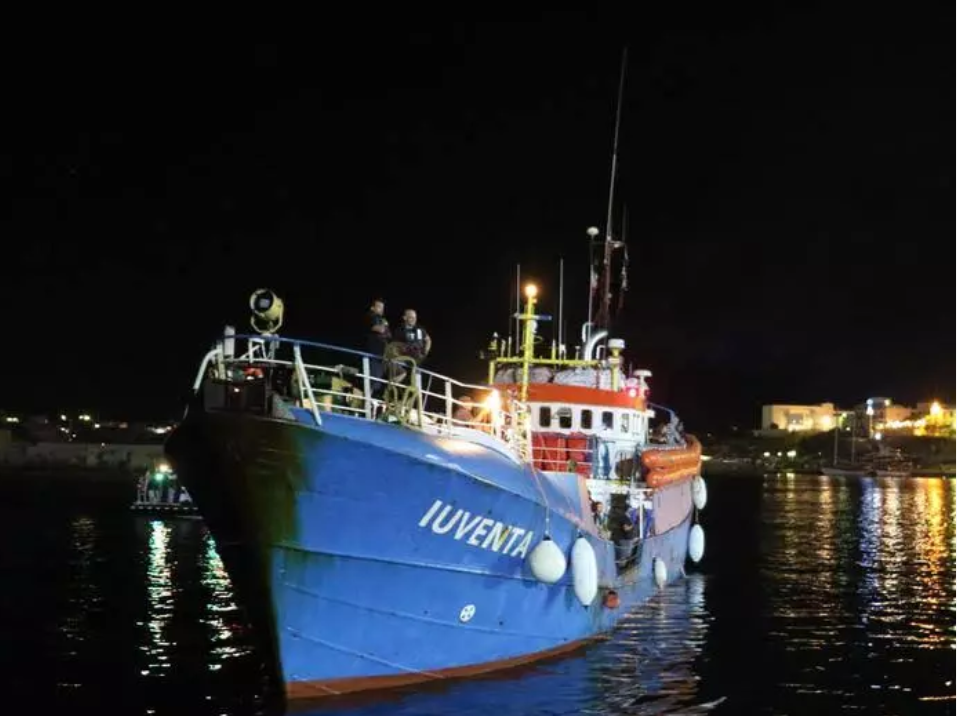 Migranti: nave Ong bloccata a Lampedusa