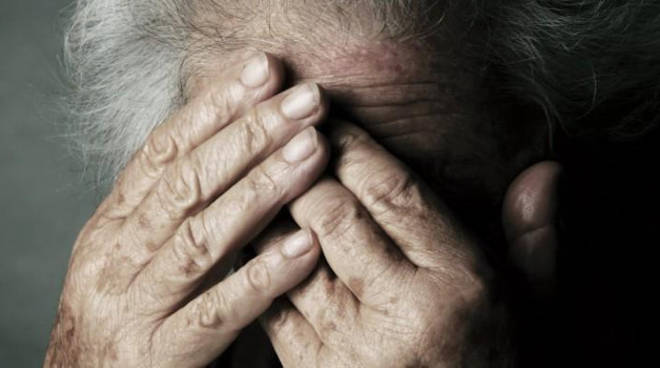 Trapani, anziana picchiata e minacciata: arrestate 2 badanti